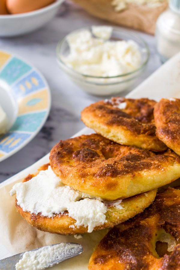 Low Carb Garlic Mozzarella Bagels