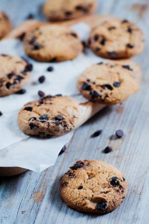 Keto Almond Dark Chocolate Chip Cookies